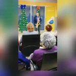 L'actuació del Grup Alegria. Que ja fa anys que ens visita per Nadal.  La actuación del Grupo Alegría. Hace años que disfrutamos de su visita para celebrar la Navidad.  #centredediabarcelona #barricongres #nadal2019 #alegria